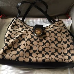 Coach Handbag New come with dust bag.